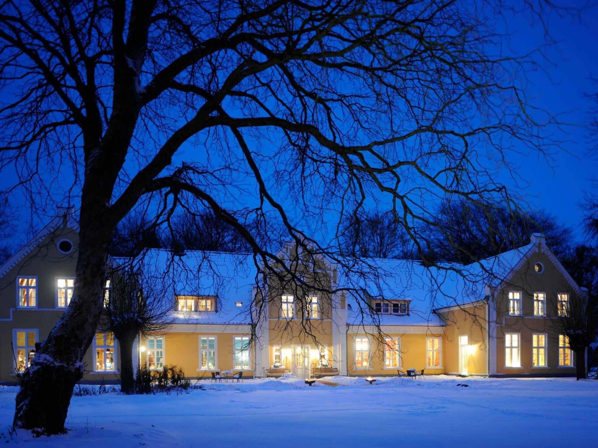 Gutshaus Ehmkendorf in Mecklenburg Vorpommern im Winter - Frontseite