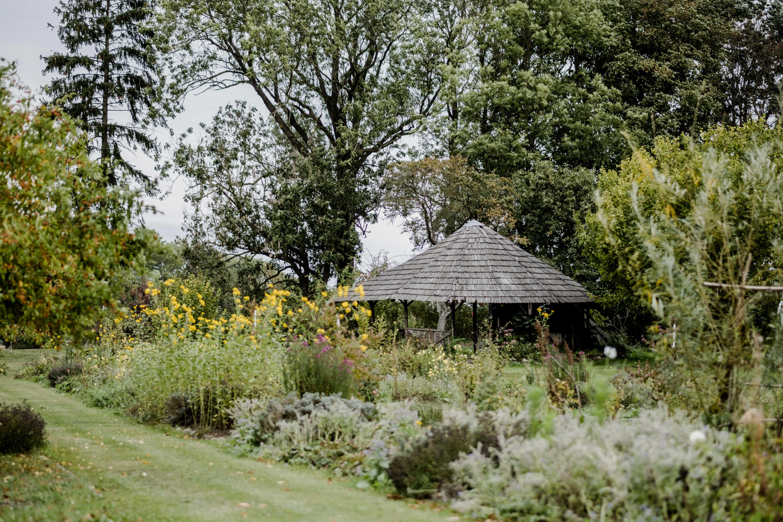 Gutshaus Ehmkendorf in Mecklenburg Vorpommern - Wildkräutergarten