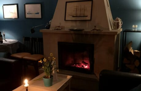 Gutshaus Ehmkendorf - Kamin im blauen Salon